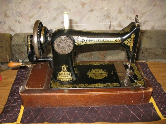 Швейная машинка Подольского завода 20-х годов выпуска. Она делала только прямую строчку